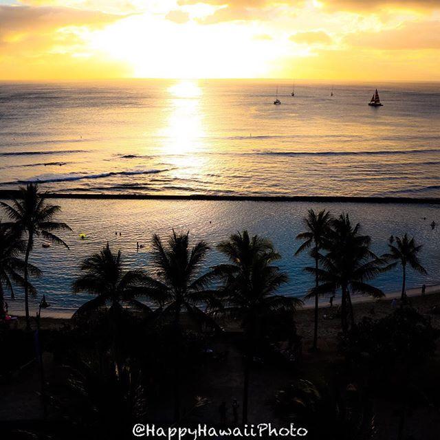 クヒオビーチに沈む夕日(o^^o)